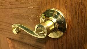 how to unlock a twist lock door
