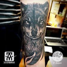 татуировка волк на руке тату в новосибирске метла тату