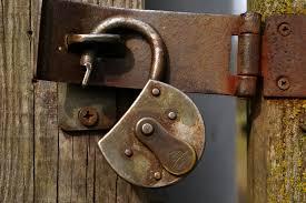 Fotos gratis : abierto, cuero, llave, metal, castillo, cerca, seguridad, material, candado, puerta de madera, cerrado, bloquear, proteccion, a, seguro, inoxidable, apoyo, Taponado, apagar, Candados, terminado, U bloqueo, respaldado 3008x2000 - -