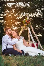Earthy summer meadow wedding in Michigan blogs de Weddings