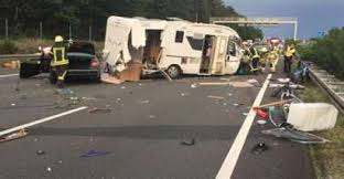 A2 Drama: camper at highway-accident tattered Crash calls several ...