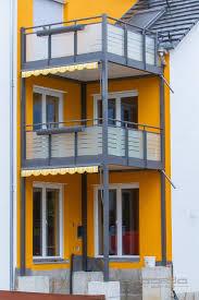 Stufen und handlauf in der holzart. Forchheim Regnitzer Strasse Bonda Balkon Und Glasbau Gmbh