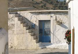 Damit ist die unterscheidung nach der tragekonstruktion gemeint, die oft zusammen mit der wand entlang der treppe das tragwerk bildet, bis zu den podesten bzw. Gerade Treppen Treppen Treppenformen Baunetz Wissen