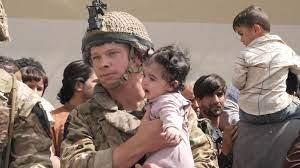 Viimeisimmät twiitit käyttäjältä kabul news (@kabulnewstv). Afghanistan Pictures Of British Troops And The Taliban At Kabul Airport World News Sky News
