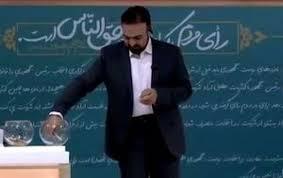 Image result for «بایدها» بر زمین مانده /دولت، درگیر دشمن فرضی