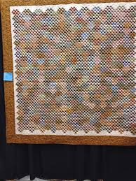 CALICO CLIPPERS QUILT SHOW   The Quilting Queen Online & It's funny how the lens of a camera changes the definition of the quilt. At  first I thought my photo was out of focus but it isn't. Adamdwight.com
