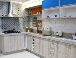Cores para cozinha americana com balcões em revestimento amarelo vibrante. Cozinha Espacosa Com Revestimento De Parede Azul Leroy Merlin