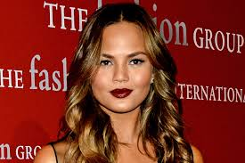 the dark lip added a touch of seduction that wasn t over the top she didn t overdo it on her eye makeup