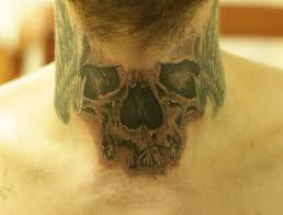 татуировка на шее у парня череп фото рисунки эскизы