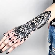 черная тату узор орнамент на спину голову руку для девушек