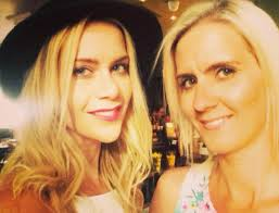 Kate lawler @ masons waterford friday dec 3rd! Kate And Karen Lawler 19 Celebrities You Didn T Know Were Twins Cbs News