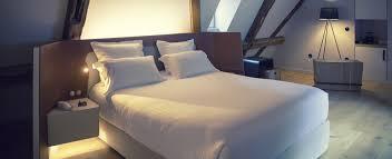 Das schlafzimmer ist für die meisten menschen ein ort der ruhe und erholung. Mit Licht Und Schatten Im Schlafzimmer Fur Stimmung Sorgen Zuhause Bei Sam