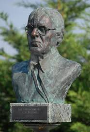 File:Bernie Charles statue.jpg - Wikimedia Commons