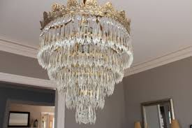 i would say it took longer than to 20 minutes mentioned on the bottle for the chandelier to completely dry there were still some drips hanging off the