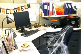 office table decoration. Desk Decorations Office Table Decoration Decorating Ideas With For The Company Party . L