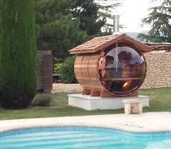 Beau Sauna Bulle Avec Chemine Inox Sur Toit En Tavaillons Red Cedar Idées  Incroyables Construire Un