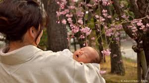 お宮参りに和装しようママたちの髪型や授乳の工夫赤ちゃんへの祝い着