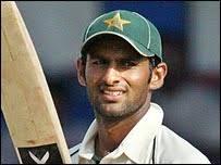 Role: Moon aka Fighter Aka The Light of the team 14.Asim Kamal Batting Hand: Left hand batsman. Batting Average: 38. Bowling Hand: medium - _41775972_shoaib_malik203