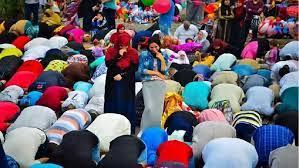 مشهد اختلاط الرجال بالنساء في صلاة العيد يستفز دار الإفتاء المصرية