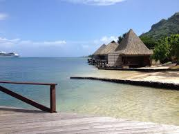 Club Bali Hai Moorea Hotel: beach and overwater bungalows