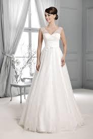 Brautkleid Mit Spitzentr Ger Aus Der Agnes By Mode De Pol Der Trendreport Brautkleider Trends 2015