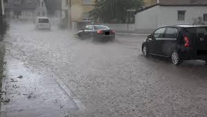 Juni) soll wie der freitag zunächst vom wetter her sommerlich starten. Wetter Aktuell Heftiges Unwetter Verwustet Ort In Nrw Focus Online