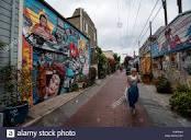 c8.alamy.com/comp/PHPR4G/balmy-alley-a-street-loca...