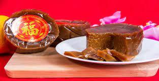 Kue keranjang (ada yang menyebutnya kue bakul) yang disebut juga sebagai nian gao (年糕) atau dalam dialek hokkian ti kwe (甜棵), yang mendapat nama dari wadah cetaknya yang berbentuk keranjang, adalah kue yang terbuat dari tepung ketan dan gula. 5 Resep Dan Cara Membuat Kue Keranjang Khas Imlek