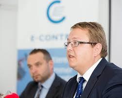 Im Bild: E-Control-Vorstand Martin Graf (rechts) und Harald Proidl, ... - OBS_20130902_OBS0017.layout