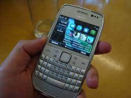 nokia e6. the e6 has a compact design that comes with comfortable and thought-out qwerty keyboard is perfect for single-hand usage. nokia r