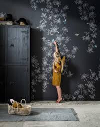 Donker Behang Met Wilde Bloemen In De Kinderkamer Shopinstijlnl