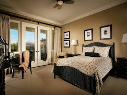 Photo Page HGTV - Beige and black bedroom