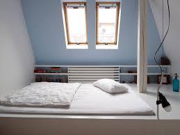 Auch kommoden passen unter dachschrägen und bieten einiges an stauraum. Schlafzimmer Mit Dachschrage Gestalten 8 Tipps