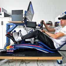 So wird ricciardos und kvyats neues arbeitsgefährt aussehen. Patrick Scheiber Fahrt Virtuelle Formel 1 Rennen In Seinem Buro Hat Er Sich Ein Professionelles Cockpit Eingerichtet Lokalsport
