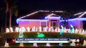 Christmas Lights In Cape Coral Cape Coral Community Gathers For Planet Monkman Holiday