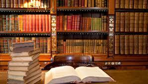 Глава ВАК призвал повысить ответственность профессора за защиту  Книги Архивное фото