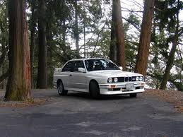 it s the bmw e30 love this ride it has that elegance and a great symbol of power white seems like a nice colour for it it s a 2 door car