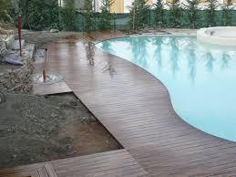 Piastrelle Antiscivolo Per Piscina : Pavimentazione esterna da giardino pavimento esterno con i pallet