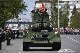 В Омске выпускникам автобронетанкового инженерного института  На параде 9 мая 2017 года легендарный танк Т 34 вели курсанты института