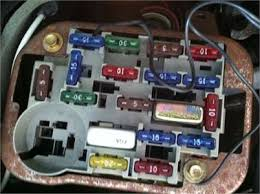 solved i have a 1997 lincoln town car executive series fixya the fuse panel under the steering column an there is nothing that resembles a square looking relay like the one i purchased can someone help me please
