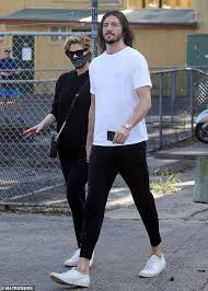 Delta lea goodrem (born 9 november 1984) is an australian singer, songwriter, and actress. Delta Goodrem Covers Her Surgical Mask With A Bandana As She Steps Out With Boyfriend Matthew Copley Readsector