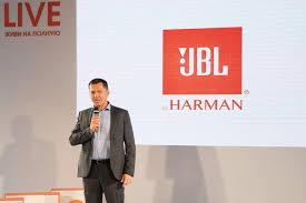 <b>JBL</b> представили в Москве новую линейку беспроводных гарнитур