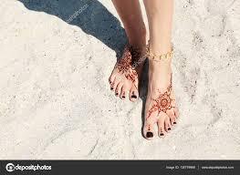 красивое женское тату женские ножки с хной татуировка стоковое