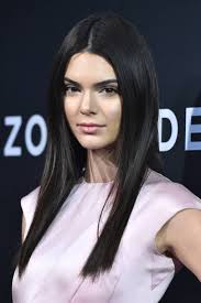 at the premiere for zoolander 2 kendall did minimalistic beauty like a total pro from the sleek straight locks to the simple makeup it s a perfect look
