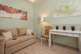 a seating area at apartament złoty golden apartment