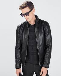 how to wear the leather jacket
