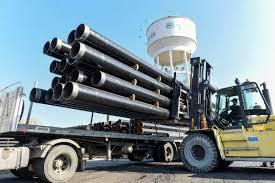 """Secretaría de Energía a Twitter: """"Estos caños llegaron al obrador de Mar  del Plata para seguir adelante con la obra del gasoducto de la Costa  Atlántica. Una obra clave para que más"""