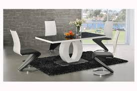 Metal Base Glas Top Esstisch Und Zeitgenössische Hohe Rücken Stühle