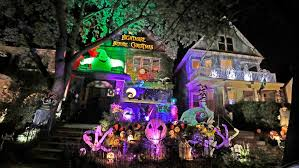 Halloween <b>decorations</b>: <b>6</b> Milwaukee-area <b>homes</b> that go all out