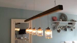Tafellamp Houten Eettafel En Lamp Stockfoto Photographee Eu Voor